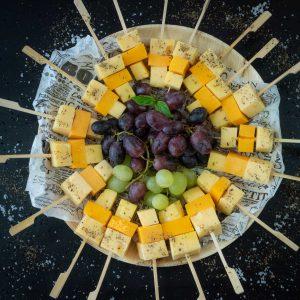 מגש שיפודי גבינות שוות תמונה לסטורי